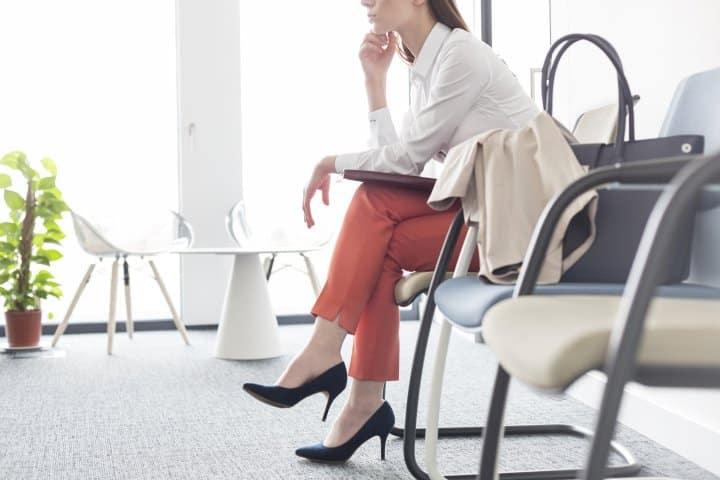 roupa entrevista de emprego jovem